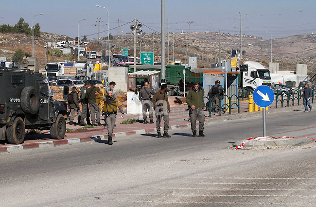 Israeli forces stand near the scene where Israeli paramilitary police officers shot and killed a Palestinian who Israeli police said ran toward them brandishing a knife, near the Israeli Tapouh junction south of the West Bank city of Nablus December 8, 2016. Photo by Nedal Eshtayah