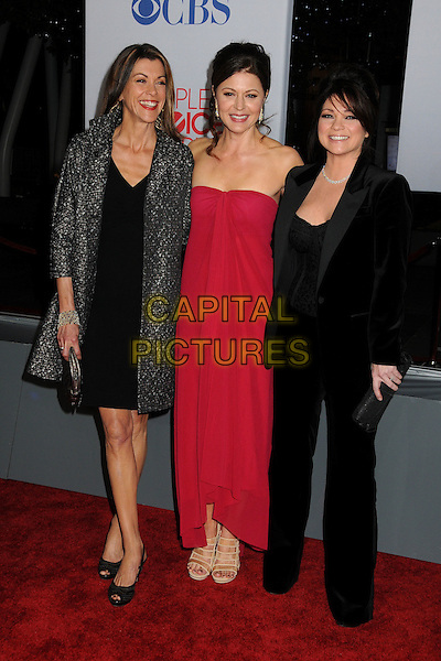 Wendie Malick, Jane Leeves and Valerie Bertinelli.People's Choice Awards 2012 held at Nokia Live in Los Angeles, California, USA..January 11th, 2012.full length dress black red strapless.CAP/ADM/BP.©Byron Purvis/AdMedia/Capital Pictures.