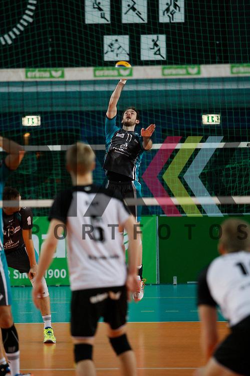 beim Aufschlag Duerens Davic Meder (Nr. 11) <br /> <br /> 20.02.14 Volleyball, 1. Bundesliga, Maenner, Saison 2014/15, VCO Berlin - SWD Powervolleys Dueren<br /> <br /> <br /> Foto &copy; PIX *** Foto ist honorarpflichtig! *** Auf Anfrage in hoeherer Qualitaet/Aufloesung. Belegexemplar erbeten. Veroeffentlichung ausschliesslich fuer journalistisch-publizistische Zwecke. For editorial use only.