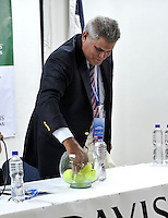 CALI - COLOMBIA – 03-04-2014: Sergio Olivares, de la Federacion de tenis de Republica Dominicana, saca la balota durante sorteo de la Copa Davis entre los equipos de Colombia y Republica Dominicana, en el que quedaron definidos el orden de los partidos, a primera hora juegan Santiago Giraldo  de Colombia y Jose Hernandez de Republica Dominicana y a segunda hora juegan Alejandero Falla de Colombia y Victor Estrella de Republica Dominicana, partidos de la serie final del Grupo I de la Zona Americana de Copa Davis por BNP Paribas. / Sergio Sergio Olivares, Tennis Federation of Dominican Republic, take the ballot dring a draw of the Davis Cup between teams from Colombia and the Dominican Republic, which were defined by the matches, early play Santiago Giraldo of Colombia and Jose Hernandez of the Dominican Republic and second hour playing Alejandro Falla of Colombia and Victor Estrella of Dominican Republic, the final series of matches in Group I of the American Zone Davis Cup by BNP Paribas./ Photo: VizzorImage / Luis Ramirez / Staff.