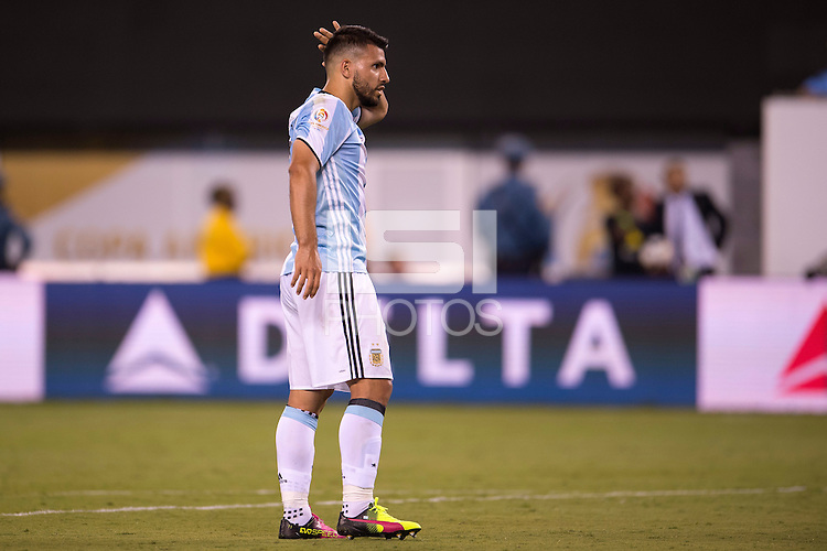 Action photo during the match Argentina vs Chile  at MetLife Stadium. Copa America Centenario 2016. ---Foto de accion durante el partido Argentina vs Chile en el Estadio de la  MetLife, Partido Correspondiente a la Gran Final de la Copa America Centenario USA 2016, en la foto: Sergio Aguero<br /> --- - 26/06/2016/MEXSPORT/Osvaldo Aguilar.