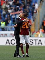Calcio, Serie A: Roma vs Napoli. Roma, stadio Olimpico, 25 aprile 2016.<br /> Roma&rsquo;s coach Luciano Spalletti, left, greets his player Seydou Keita at the end of the Italian Serie A football match between Roma and Napoli at Rome's Olympic stadium, 25 April 2016. Roma won 1-0.<br /> UPDATE IMAGES PRESS/Isabella Bonotto