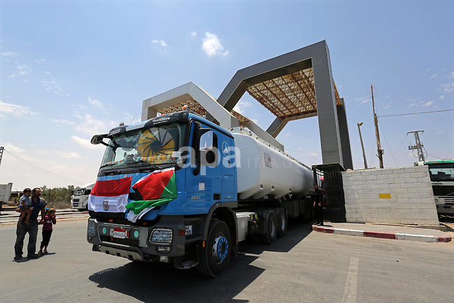 Egyptian trucks carrying fuel are seen enter the southern Gaza Strip from Egypt through the Rafah border crossing on June 21, 2017. Egypt began to deliver a million litres of fuel to Gaza, a Palestinian official said, in an attempt to ease the Palestinian enclave's desperate electricity crisis. The fuel, trucked in through the Rafah border between Egypt and Gaza, will be routed to the territory's only power station -- closed since April due to fuel shortages. Photo by Ashraf Amra