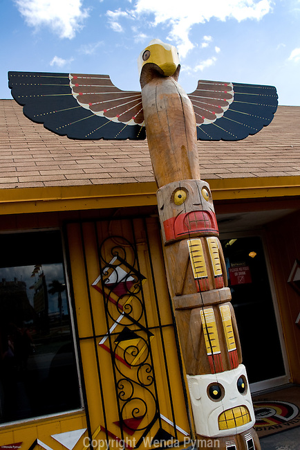 A totem greets the welcomes the visitor to the Cultural Center.