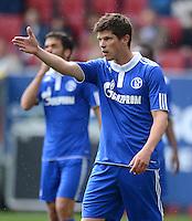 FUSSBALL   1. BUNDESLIGA  SAISON 2011/2012   32. Spieltag FC Augsburg - FC Schalke 04         22.04.2012 Klaas Jan Huntelaar (FC Schalke 04)