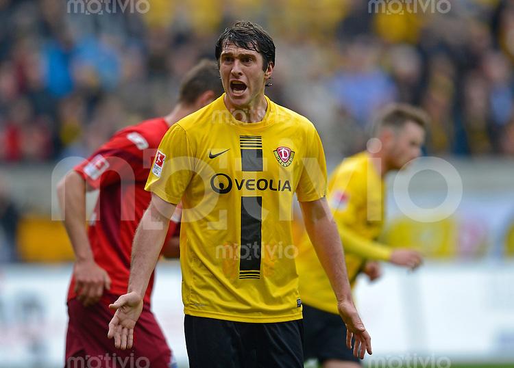 Fussball, 2. Bundesliga, Saison 2012/13, SG Dynamo Dresden - SC Paderborn, Freitag (03.05.13),  Dresdens Pavel Fort gestikuliert.