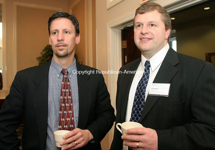 WATERBURY, CT-01 February 2005-020105TK06 (left to right:) Attending the monthly meeting of the Connecticut Corridor Exchange was Mike Keiser of  Dale Carnegie Training in Naugatuck and Vincent Bergin of  People's Bank in Waterbury. Tom Kabelka staff photo ( Connecticut Corridor Exchange, Vincent Bergin, Dale Carnegie)CQ