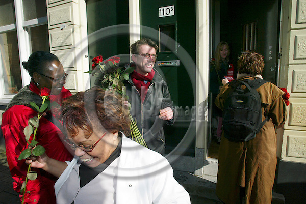 ROTTERDAM - NETHERLANDS - 06 MARTS 2006 -- Social Democrats campaigning from door to door at the Sint-Mariastraat. In the middle the leader Peter van HEEMST after he handed over a red rose to Roxanna SCHOTSBORG (Woman in white dress).Here some immigrants from Africa. PHOTO: ERIK LUNTANG / EUP-IMAGES