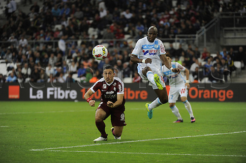 16.10.2016. Marseille, France. French league 1 football. Olympique Marseille versus Metz.  Erding (metz) wins the crossed ball from Fanni (OM)