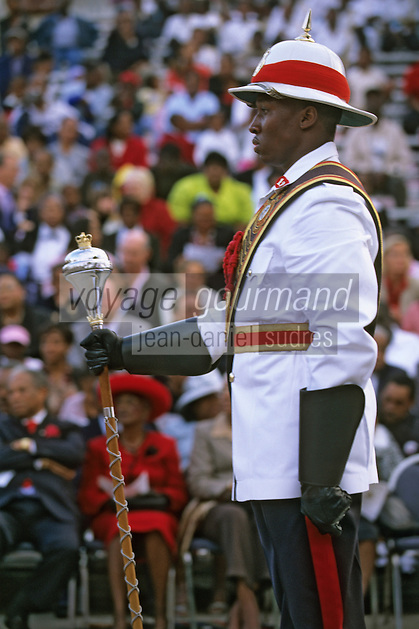 Iles Bahamas / New Providence et Paradise Island / Nassau: Défilé et fête populaire lors de la Fanfare de la Royal Bahamas Police Force Band lors de l'ouverture de la session de la cour suprème à Rawson Square - Policier en costume d'apparat