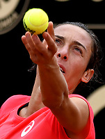 BOGOTA - COLOMBIA – 15 – 04 - 2017: Francesca Schiavone de Italia, se prepara para servir a Lara Arruabarrena de España, durante partido por el Claro Colsanitas WTA, que se realiza en el Club Los Lagartos de la ciudad de Bogota. / Francesca Schiavone from Italy, prepares to serve to Lara Arruabarrena from Spain, during a match for the WTA Claro Colsanitas, which takes place at Los Lagartos Club in Bogota city. Photo: VizzorImage / Luis Ramirez / Staff.