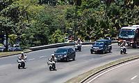 RIO DE JANEIRO, 06 DE DEZEMBRO 2012 - MORTE OSCAR NIEMEYER - Cortejo do arquiteto Oscar Niemeyer, do Hospital Samaritano, em Botafogo, para o aeroporto Santos Drumont na zona sul do Rio de Janeiro, no inicio de tarde desta quinta-feira. O arquiteto morreu na quarta-feira (05) à noite vítima de infecção respiratória, aos 104 anos. FOTO: VANESSA CARVALHO - BRAZIL PHOTO PRESS.