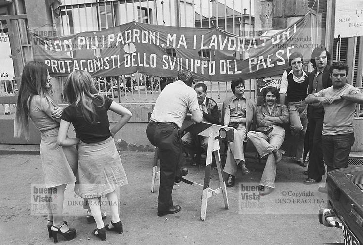 - Imperial Telefunken factory occupied by the workers (Milan, 1975)....-  fabbrica Imperial Telefunken occupata dagli operai (Milano, 1975)