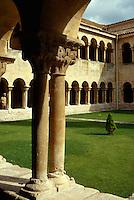 Kreuzgang im Kloster  Santo Domingo de Silos, Kastilien-León, Spanien.