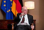 Bruessel - Belgien, 20. Januar 2014; <br /> MdB Prof. Dr. Norbert LAMMERT, Praesident des Deutschen Bundestages, nimmt im Rahmen einer Bundestagsdelegation teil an der Interparlamentarischen Konferenz zur wirtschaftlichen Steuerung der EU (siehe Artikel 13 des EU-Fiskalvertrags); hier im Anschluss bei einem Pressegespraech in einem Protokollraum des Europaeischen Parlaments; <br /> Photo: &copy; Horst Wagner / DBT; <br /> Tel.: +49 179 5903216; <br /> horst.wagner@skynet.be