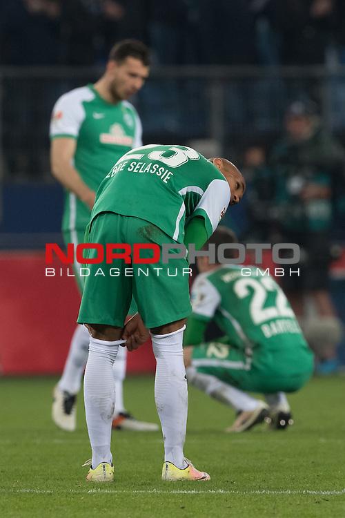 23.04.2016, Volksparkstadion, Hamburg, GER, 1.FBL. Hamburger SV vs Werder Bremen , im Bild<br /> <br /> entt&auml;uscht / enttaeuscht / traurig /<br /> Lukas Fr&ouml;de / Froede (Bremen #39)<br /> Fin Bartels (Bremen #22)<br /> Theodor Gebre Selassie (Bremen #23)<br /> Foto &copy; nordphoto / Kokenge