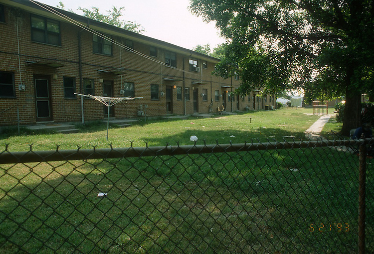 1993 June 21..Assisted Housing.Calvert Square..BEFORE RENOVATIONS.ROLL 7-6.NORTH OF PUMP STATION LOOKING EAST...NEG#.NRHA#..