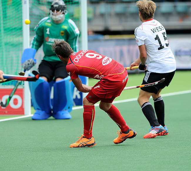 The Hague, Netherlands, June 15: Sebastien Dockier #9 of Belgium scores a field goal (4-2) during the field hockey placement match (Men - Place 5th/6th) between Belgium and Germany on June 15, 2014 during the World Cup 2014 at Kyocera Stadium in The Hague, Netherlands. Final score 4-2 (1-1)  (Photo by Dirk Markgraf / www.265-images.com) *** Local caption *** Tom Boon #27 of Belgium, Nicolas Jacobi #1 of Germany, Sebastien Dockier #9 of Belgium, Benjamin Weiss #15 of Germany, Benedikt Fuerk #24 of Germany