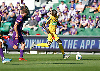 3rd November 2019; HBF Park, Perth, Western Australia, Australia; A League Football, Perth Glory versus Central Coast Mariners; Ruon Tongyik of the Central Coast Mariners runs towards goal with Jacob Tratt of the Perth Glory in chase - Editorial Use