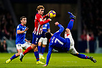Benat Etxebarria Urkiaga of Athletic de Bilbao (R) fights for the ball with Antoine Griezmann of Atletico de Madrid during the La Liga 2018-19 match between Atletico de Madrid and Athletic de Bilbao at Wanda Metropolitano, on November 10 2018 in Madrid, Spain. Photo by Diego Gouto / Power Sport Images
