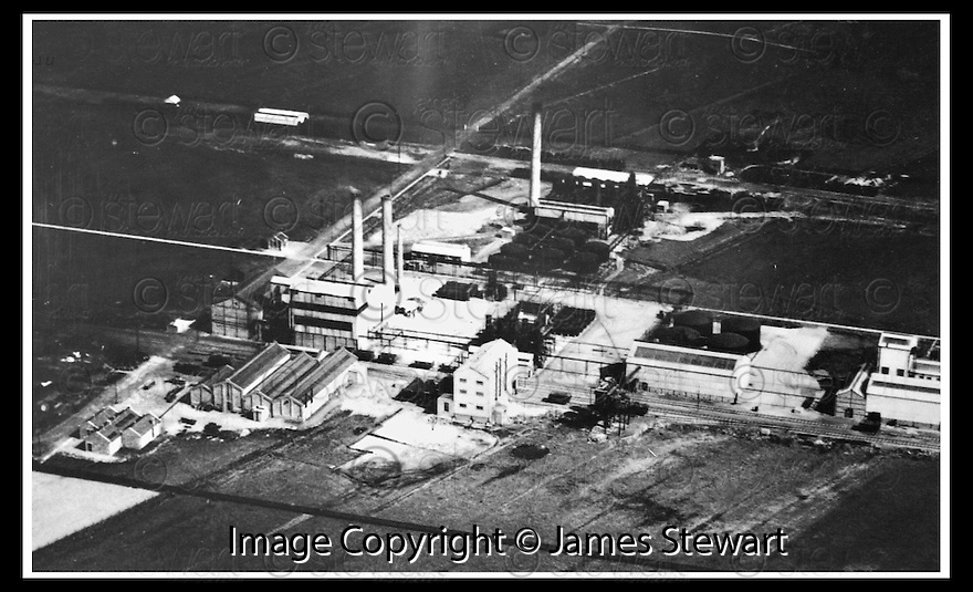 13/11/2001                 Copyright Pic : James Stewart .Ref :                       .File Name : stewart11-bp.THE BP GRANGEMOUTH COMPLEX IN 1930..... TODAY COMPLEX DIRECTOR COLIN MACLEAN ANNOUNCED THAT UP TO 1,000 JOBS ARE TO GO......(see coppy from George Mair / Tim Bugler).James Stewart Photo Agency, Stewart House, Stewart Road, Falkirk. FK2 7AS      Vat Reg No. 607 6932 25.Office : +44 (0)1324 630007     .Mobile : + 44 (0)7721 416997.Fax     :  +44 (0)1324 630007.E-mail : jim@jspa.co.uk.If you require further information then contact Jim Stewart on any of the numbers above.........