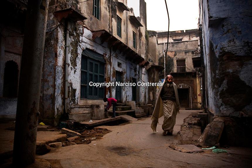 STREETS OVERVIEW IN OLD VRINDAVAN NEIGHBOUR. UTTAR PRADESH, INDIA