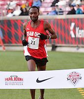 Papa John's 10 Miler 2015<br /> Makordbondo Salukombo men's winner