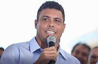 ATENCAO EDITOR IMAGEM EMBARGADA PARA VEICULOS INTERNACIONAIS - SAO PAULO, SP, 28 NOVEMBRO 2012 - COPA 2014 - VISTORIA ITAQUERAO - Ronaldo Nazario membro do COL durante vistoria da Fifa ao Itaquerao, estadio que sediada o jogo de abertura da Copa do Mundo de 2014, neste quarta-feira, 28. (FOTO: WILLIAM VOLCOV / BRAZIL PHOTO PRESS).