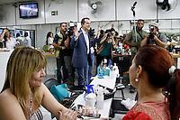 ATENÇÃO EDITOR: FOTO EMBARGADA PARA VEÍCULOS INTERNACIONAIS SÃO PAULO,SP,20 SETEMBRO 2012 - ELEIÇÕES - O candidaro a prefeitura de São Paulo Celso Russomanno caminhou na tarde de hoje  pelas ruas do  bairro do Tatuapé   na zona leste.FOTO ALE VIANNA - BRAZIL PHOTO PRESS.