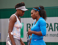 Paris, France, 29 June, 2016, Tennis, Roland Garros, doubles Venus Williams (USA) (L) and her sister Serena,  <br /> Photo: Henk Koster/tennisimages.com