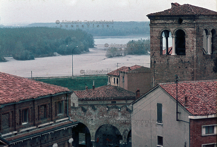 Ostiglia (Mantova), vista sul fiume Po.<br /> Ostiglia (Mantua), view on the Po river.