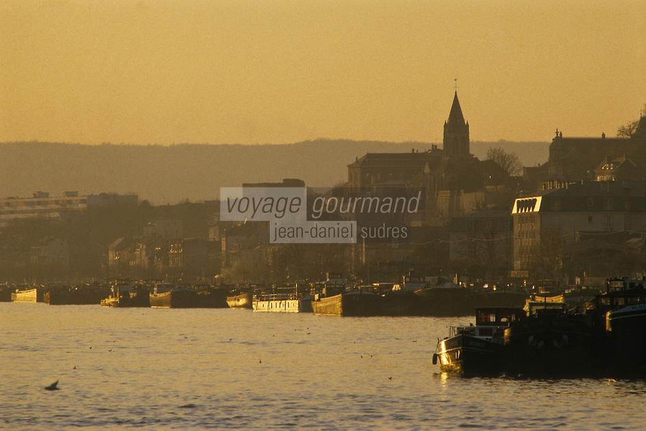 Europe/France/Ile-de-France/78/Yvelines/Conflans-Sainte-Honorine:  le port fluvial - Capitale française de la Batellerie<br /> PHOTO D'ARCHIVES // ARCHIVAL IMAGES<br /> FRANCE 1980