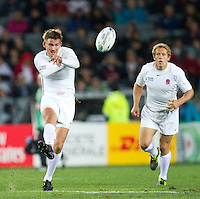 Rugby World Cup Auckland  England v France  Quarter Final 2 - 08/10/2011.TOBY FLOOD  (England)  kicks for touch.Photo Frey Fotosports International/AMN Images