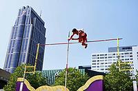 Nederland - Rotterdam - juni 2018.    Evenement 010 Moves. Diverse sporten op het Schouwburgplein. Polsstokhoogspringen.   Foto mag niet in negatieve / schadelijke context gepubliceerd worden.   Foto Berlinda van Dam / Hollandse Hoogte