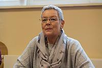 """Bundesarbeitsminister Hubertus Heil (SPD) und die Bochumer Reinigungskraft Susanne Holtkotte (im Bild) besuchten am Mittwoch den 20. November 2019 das Mehrgenerationenhaus """"Kreativhaus e.V."""" in Berlin-Mitte.<br /> Sie wollten mit den Rentnerinnen und Rentnern ueber das Thema Grundrente sprechen.<br /> Heil und Holtkotte hatten im Mai fuer einen Tag die Jobs getauscht, um einen Einblick in das Arbeitsleben des jeweils Anderen zu bekommen.<br /> 20.11.2019, Berlin<br /> Copyright: Christian-Ditsch.de<br /> [Inhaltsveraendernde Manipulation des Fotos nur nach ausdruecklicher Genehmigung des Fotografen. Vereinbarungen ueber Abtretung von Persoenlichkeitsrechten/Model Release der abgebildeten Person/Personen liegen nicht vor. NO MODEL RELEASE! Nur fuer Redaktionelle Zwecke. Don't publish without copyright Christian-Ditsch.de, Veroeffentlichung nur mit Fotografennennung, sowie gegen Honorar, MwSt. und Beleg. Konto: I N G - D i B a, IBAN DE58500105175400192269, BIC INGDDEFFXXX, Kontakt: post@christian-ditsch.de<br /> Bei der Bearbeitung der Dateiinformationen darf die Urheberkennzeichnung in den EXIF- und  IPTC-Daten nicht entfernt werden, diese sind in digitalen Medien nach §95c UrhG rechtlich geschuetzt. Der Urhebervermerk wird gemaess §13 UrhG verlangt.]"""