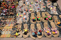RIOHACHA -COLOMBIA. 30-05-2014. Venta mochilas y calzado Wayúu en Riohacha capital del Departamento de la Guajira, Colombia. / Wayuu backpacks ans shoes at Riohacha capital of the deparment of Guajira, Colombia. Photo: VizzorImage/ Gabriel Aponte / Staff