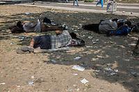 Migranti dormono nei giardini di Belgrado<br /> Migrants are sleeping in the gardens of Belgrade
