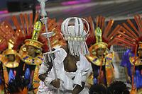 SÃO PAULO, SP, 09.03.2019 - CARNAVAL-SP - Integrantes da escola de samba Pérola Negra comemoram no desfile das campeãs do grupo especial de São Paulo na noite deste sábado, 09. (Foto: Nelson Gariba/Brazil Photo Press)