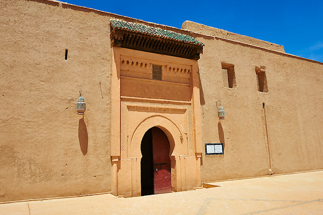 Arabesque entrance of the  Alaouite Ksar Fida built by Moulay Ismaïl the second ruler of the Moroccan Alaouite dynasty ( reigned 1672–1727 ). Residence of the Khalifa or Caid of Tafilalet until 1965. Tafilalet Oasis, near Rissini, Morocco