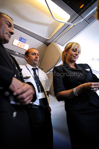copyright : magali corouge / Documentography.10/06/09.Me?tier : Pilote..Laurent Guerini, pilote, a? l'accueil des passagers.