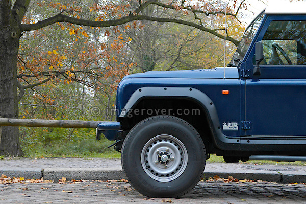 2004 Santana PS10 Anibal. Spanish built heavy duty Land Rover alternative fitted with a 2.8 Liter Iveco diesel engine. --- No releases available. Automotive trademarks are the property of the trademark holder, authorization may be needed for some uses.