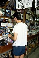 magasin de disques vinyles avant l'invention du CD dans les annees 80<br /> <br /> <br /> PHOTO :   Agence Quebec Presse