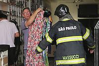 SAO PAULO, SP, 31.08.2013 - INCENDIO LOJA DO BAIRRO DO BRAS - Incedio atingio uma loja de roupas no bairro do Bras regiao leste da cidade de Sao Paulo sem vitimas. (Foto: Vanessa Carvalho / Brazil Photo Press).