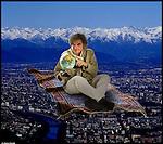 Guido in viaggio sul suo tappeto.<br /> Dalla serie di ritratti ExtraPeople, persone note e meno note sognano un'altra vita possibile. Guido Barosio, direttore di Torino Magazine, gira il mondo sul tappeto volante.