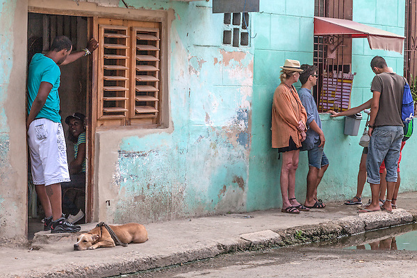 People and dog relaxing, Centro Habana