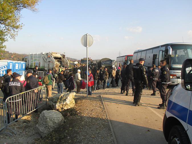 Geflüchtete an der slowenisch-kroatischen Grenze / Refugees at the border between Slovenia and Croatia