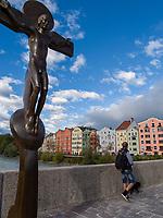 Kreuz der Innbr&uuml;cke, historische Fassaden Mariahilf, Innsbruck, Tirol, &Ouml;sterreich, Europa<br /> cross of Inn bridge, historical facades of Mariahilf,  Innsbruck, Tyrol, Austria, Europe