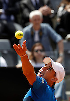 L'austriaco Dominic Thiem al servizio nel corso degli Internazionali d'Italia di tennis a Roma, 12 maggio 2016.<br /> Austria's Dominic Thiem serves the ball to Switzerland's Roger Federer at the Italian Open tennis tournament in Rome, 12 May 2016.<br /> UPDATE IMAGES PRESS/Isabella Bonotto