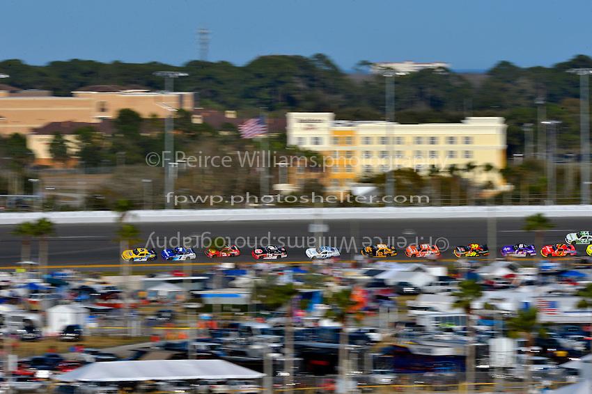 19-20 February, 2016, Daytona Beach, Florida USA<br /> Kasey Kahne leads through turn 3.<br /> &copy;2016, F. Peirce Williams