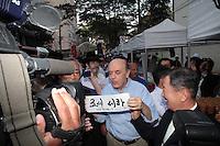 SAO PAULO, SP, 26 DE AGOSTO DE 2012 - ELEICOES 2012 - O candidato a prefeitura de Sao Paulo, Jose Serra (PSDB), visita o 7 Festival da Cultura Coreana,  no bairro do Bom Retiro, zona central da cidadem nesta tarde de comingo (26).O Festival de Cultura Coreana. FOTO RICARDO LOU - BRAZIL PHOTO PRESS